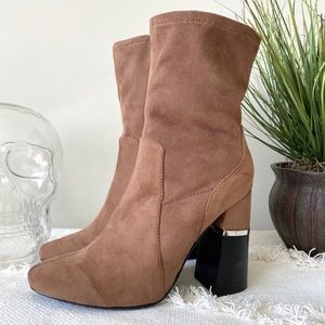 DESIGN LAB Lord&Taylor Melina brown suede booties